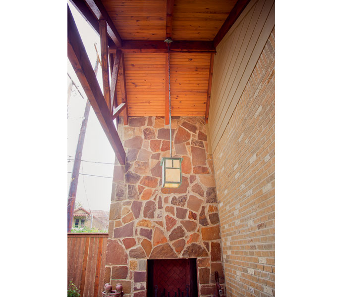 Photo of vaulted ceiling and fireplace in outdoor seating area